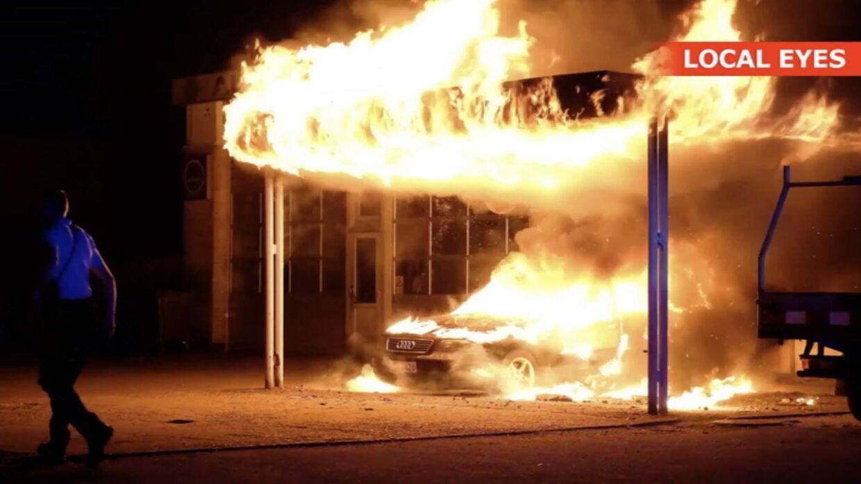 En bil på Strudsbergsvej i Slagelse var torsdag aften i brand. Politiet arbejder ud fra, at branden var påsat.