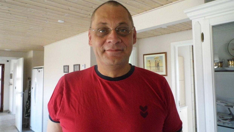 Danske Henrik Melder har boet i Sri Lanka i 10 år og befandt sig 100 meter fra en af søndagens eksplosioner i Colombo.