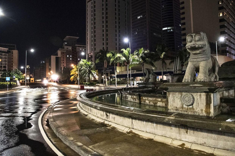 Gaderne i den ellers så livlige srilankanske hovedstad Colombo, ligger fuldstændig øde hen.