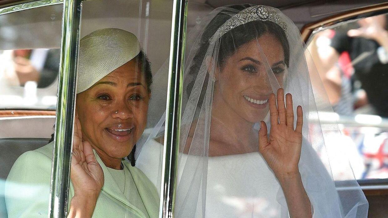 Meghan Markle og hendes mor Doria Ragland, da de ankom sammen til det royale bryllup sidste år.