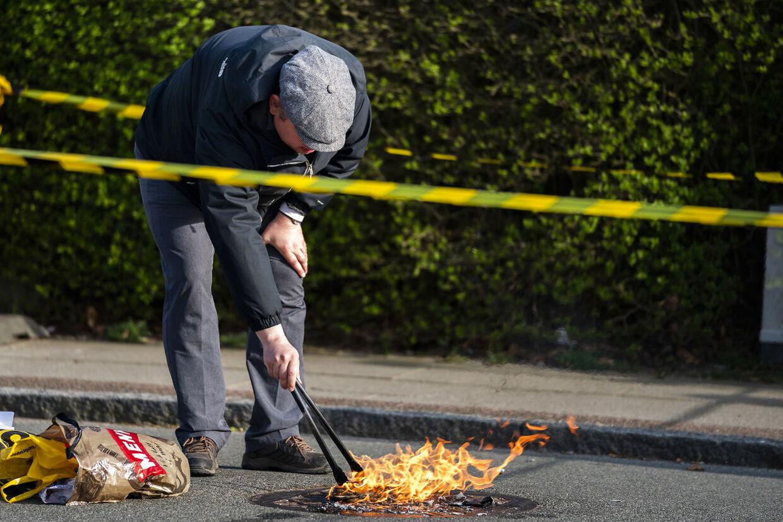 Rasmus Paludan fra partiet Stram Kurs demonstrerer foran Tårnby Gymnasium i Kastrup, tirsdag den 23. april 2019. (Foto: Martin Sylvest/Ritzau Scanpix 2019)