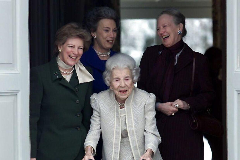 Dronning Ingrid lagde aldrig skjul på, at prinsesse Benedikte var den mest kongelige af de tre døtre.