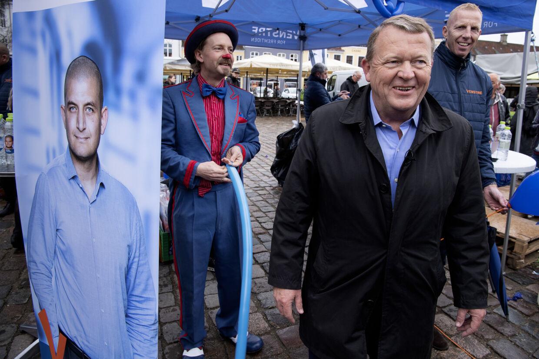 Statsminister Lars Løkke Rasmussen (V) deltog lørdag i torvedag på Køge Torv. Statsministeren fortæller søndag i Berlingske, at han efter valget er klar til at justere aftale fra 2006 om pensionsalderen. Justeringen skal træde i kraft på den anden side af 2040. Claus Bech/Ritzau Scanpix
