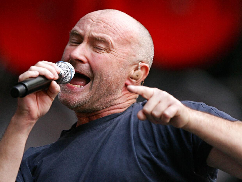 Phil Collins er ligesom Steve Hacket åben for endnu en Genesis-genforening, hvis hans søn Nic kan overtager trommejobbet. Collins seniors helbred forhindrer trommespil men stemmen er stadig i topform.