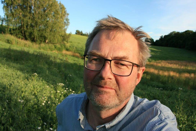 Søren Lindhardt, 60, er træt af at se på frugt og grønt foran supermarkeder, der står og bager i solen.