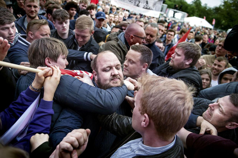 Tale og tumult under Mette Frederiksen (S) på arbejdernes internationale kampdag markeres i Fælledparken i København, onsdag den 1. maj 2019.