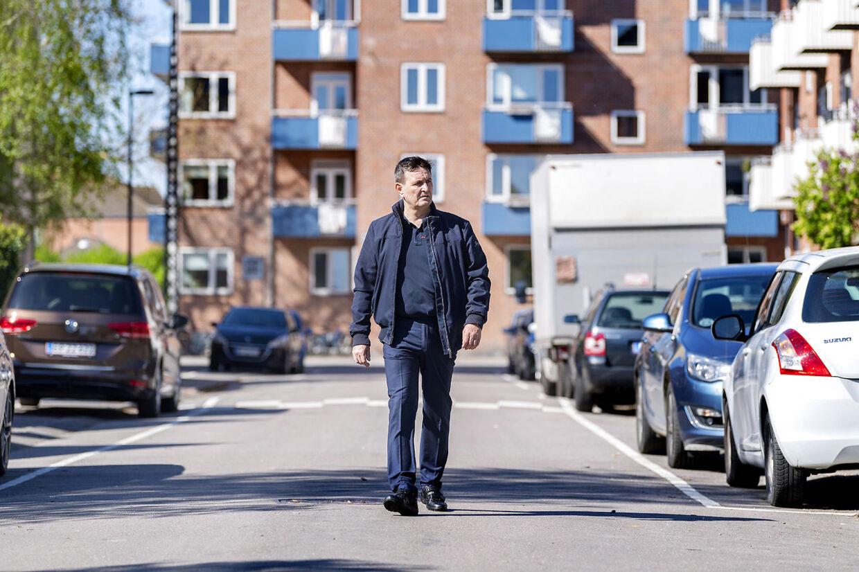Andre Nesgaard bor i hus på Lemnosvej. Han og en række grundejere er stærk utilfredse med en regning på 5,3 millioner kroner, de har fået af Københavns Kommune i forbindelse med en istandsættelse af vejen.