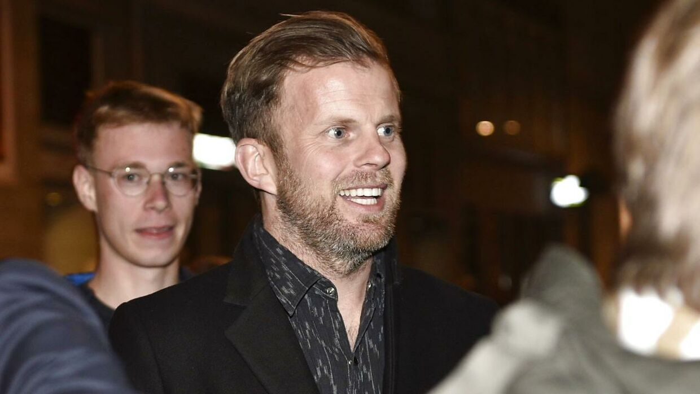 Mikael Antonsson ankommer til festen.