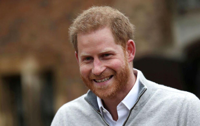 En meget glad og stolt prins Harry mødte pressen kort efter fødslen af hans og Meghans første barn.