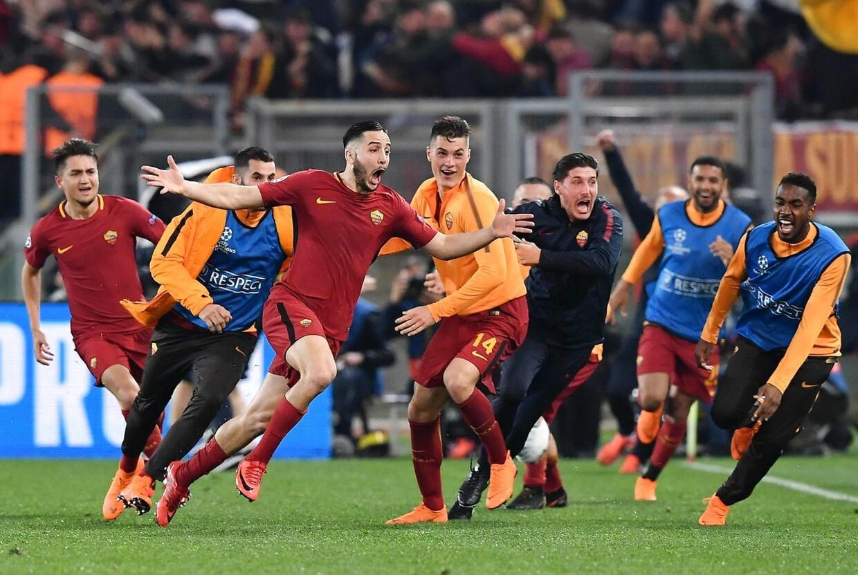 Her fejrer Romas Manolas, da han scorede til 3-0 mod Barcelona.