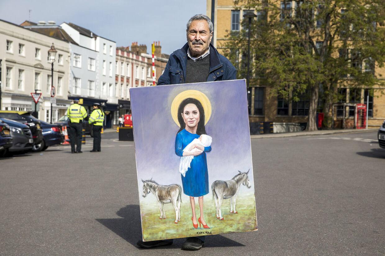 Satire-tegneren Kaya Mar har malet Meghan og babyen som en kommentar til hele dyrkelsen af de royale.