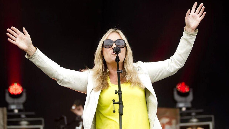 Anne Linnet har været en del af den danske musikscene siden 1970'erne. Hun har udgivet adskillige soloalbum og været medlem af Tears, Shit & Chanel, Anne Linnet Band og Marquis de Sade.
