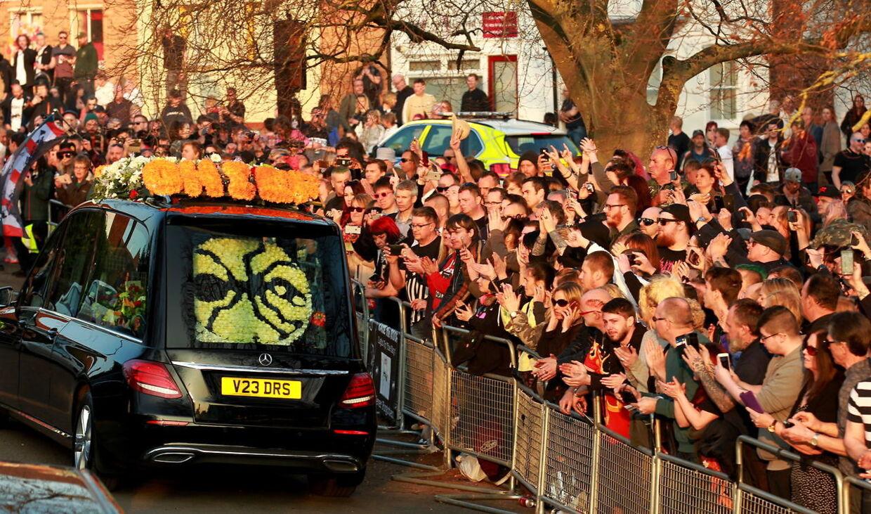 Fans i hobetal var mødt op til Keith Flints begravelse i slutningen af marts.