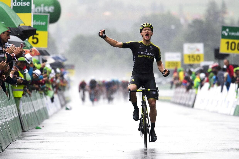 Christopher Juul-Jensen vinder fjerde etape af Schweiz Rundt. Sejrene har det ikke vrimlet med i karrieren, men danskeren er drevet af, at livet som rytter er barskt. Det skal gøre ondt.