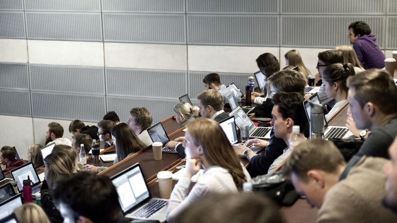 Cand.scient.pol er blandt anden den foretrukne uddannelse for politikere; hvert femte folketingsmedlem har læst statskundskab.