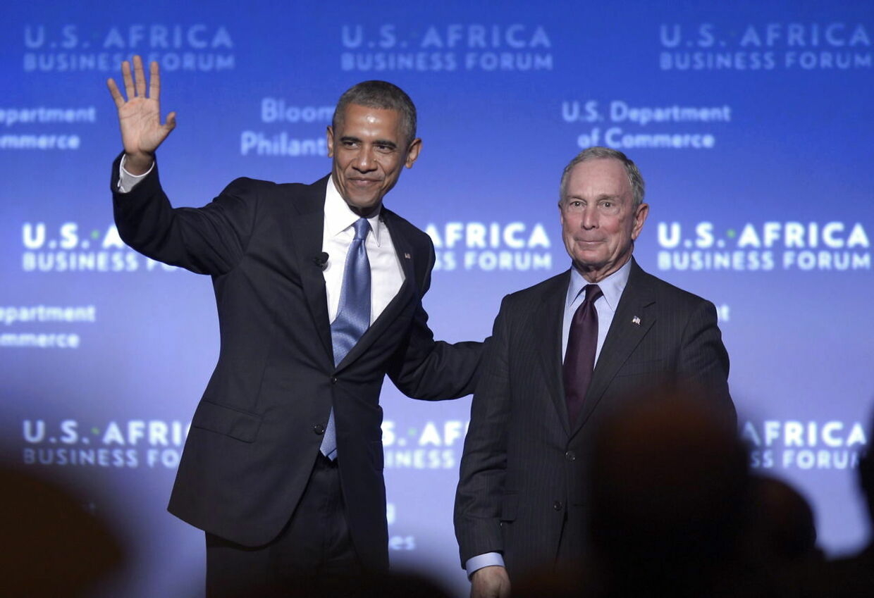 Michael Bloomberg introducerer Barack Obama før en tale foran US Africa Business Forum i Washington 2014.