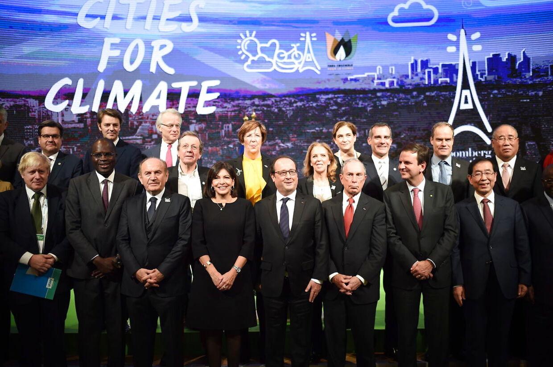 Michael Bloomberg sammen med en række af verdens overhoveder til klimatopmødet COP21 i Paris.