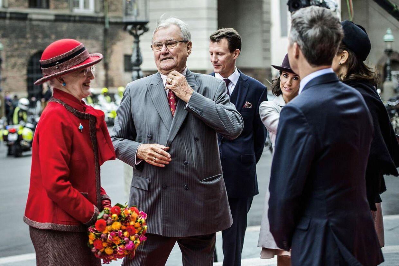 Her ses prins Henrik til Folketingets åbning tirsdag den 6. oktober 2015 sammen med dronning Margrethe og parrets sønner og svigerdøtre.