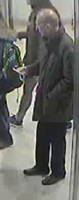Den ældre mand blev fanget af overvågningskameraerne på en togstation i London, da han fredag den 11. december sidste år rejste over 250 kilometer. Angiveligt for at lægge sig til at dø på en fjeldtop i Manchester.