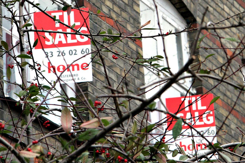 I mange andelsboligforeninger over hele landet kan man se frem til mange til salg-skilte og ligefrem konkurser, fordi foreningerne har indgået ukloge låneaftaler.