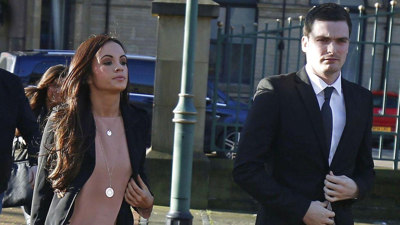 Adam Johnson ankommer til retten med sin kæreste, Stacey Flounders.