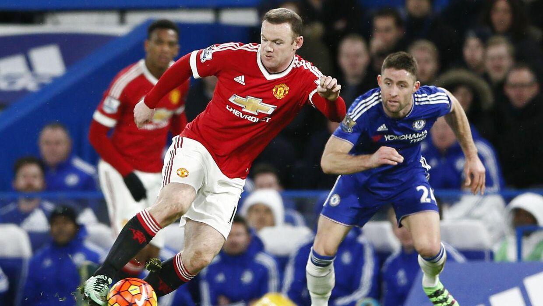Wayne Rooney lagde et billede af sine to sønner på Twitter, men den ældste havde en af faderens modstanderes trøje på.