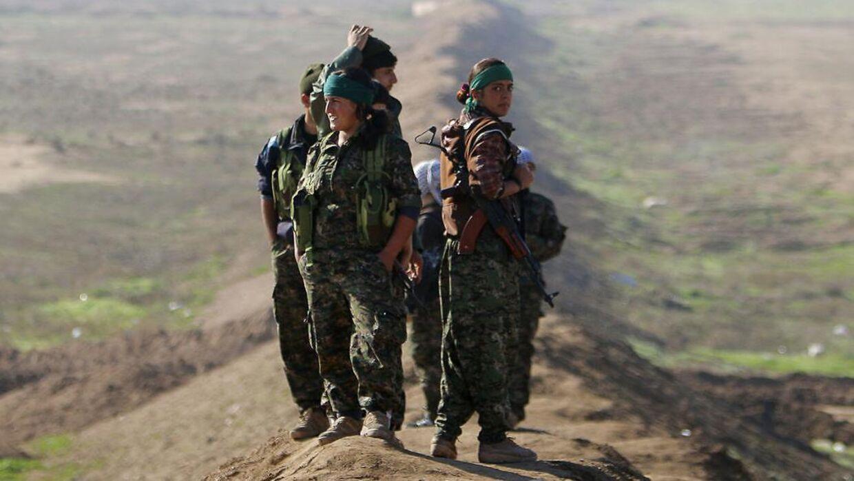 Islamisk Stat møder våbnet modstand fra hundredevis af kvinder, som terrororganisationen tidligere har holdt som sexslaver. På billedet ses kvindelige soldater fra den kurdiske styrke YPG.