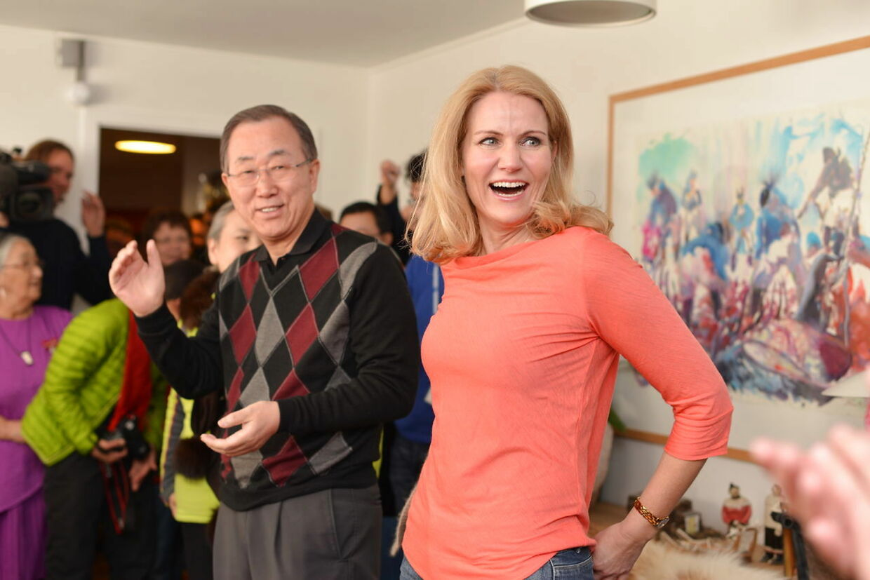 Mens kritikken raser, har Helle Thorning-Schmidt bl.a. hygget sig på Grønland med FNs generalsekretær, Ban Ki-moon.