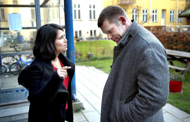 Joachim B Olsen og Özlem Cekickom højlydt op at skændtes om fattigdom i Danmark efter, at de havde besøgt Carina mandag eftermiddag i København