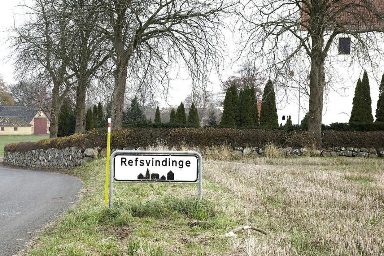Politi nær landsbyen Refsvindinge torsdag den 15. november hvor en 10-årig pige blev sexoverfaldet nær Refsvindinge. Politiet efterlyser vidner, der så manden i en rød bil. Denne gang er offeret en pige på 10 år, oplyser Fyns Politi.(Foto: Fotograf Sonny Munk Carlsen/Scanpix 2012)