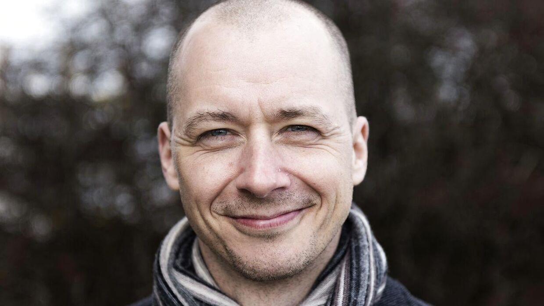 Aftenshow-værten Mark Stokholm bliver kritiseret for sin værtspræstation onsdag aften.