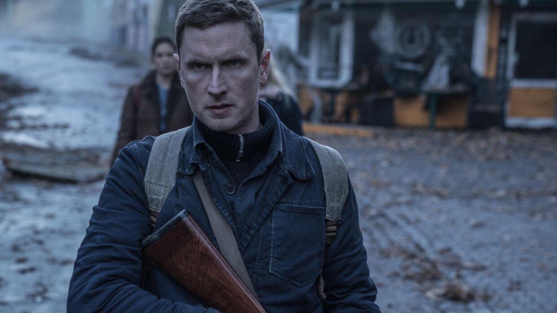 Mikkel Boe Følsgaard spiller en af de bærende roller i 'The Rain'.