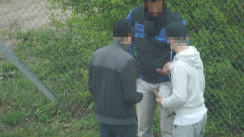 Billeder, som en beboer i Bellahøj Nord har taget ud af sit vindue. Beboeren har også sendt dem til politiet.
