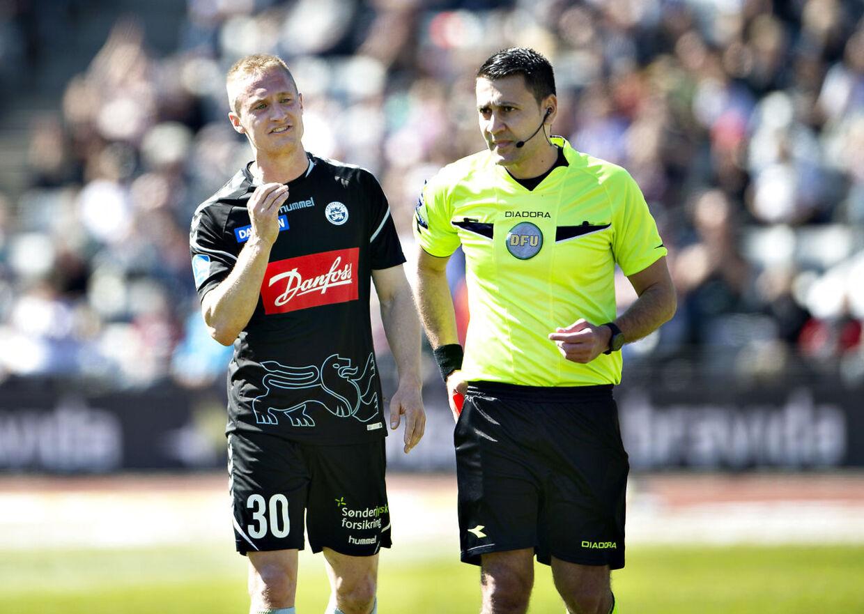 Dommer Sandi Putros under en anden Superliga-kamp.