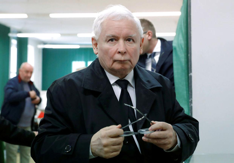 Jaroslaw Kaczynski, der er leder af regeringspartiet Lov og Retfærdighed (PiS), vil have strengere straffe for seksuelle overgreb mod børn. Men han understreger, at angreb mod kirken og fornærmelse af katolikker ikke er berettiget på grund af nogle få præsters overgreb.