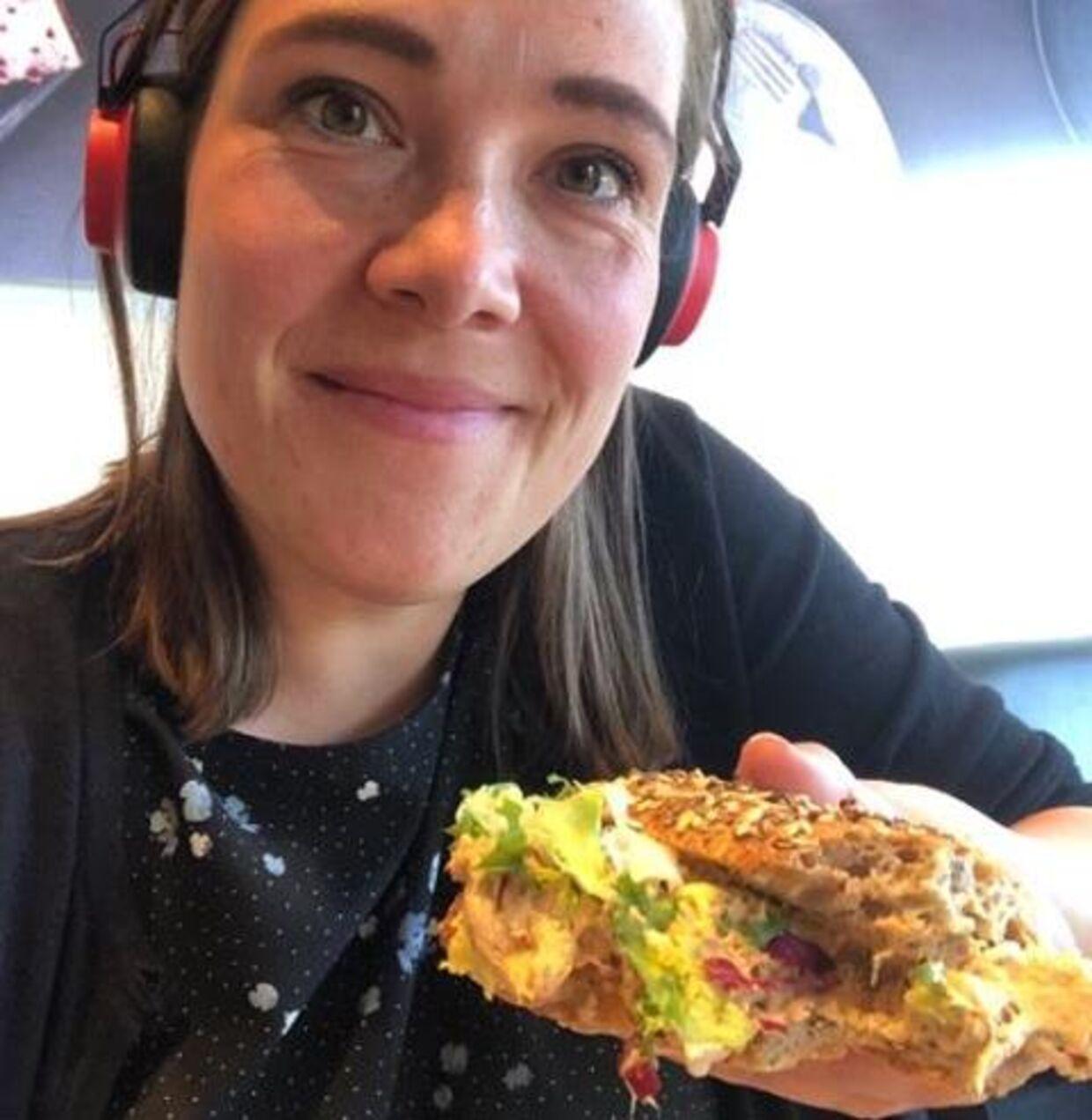 Her kan du se Astrid Krag og hendes frokost.