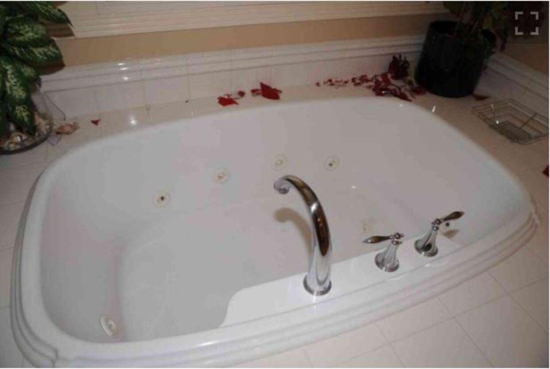 Badekarret i familien Chadwicks hjem, hvor politiet fandt blod. Foto: Newport Police Department