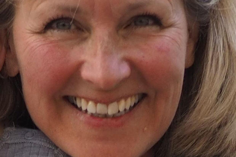 Charlotte Asperud blev overfaldet i sit hjem i Tisvildeleje, mens hun lå og sov. Politiet mener, at en 54-årig mand fra Hørsholm havde en intention om at røve hende, men at det gik galt, og at hun døde af sine kvæstelser fra det voldelige overfald knap et døgn senere. (Arkivfoto). Privatfoto/Nordsjællandspoliti/Ritzau Scanpix