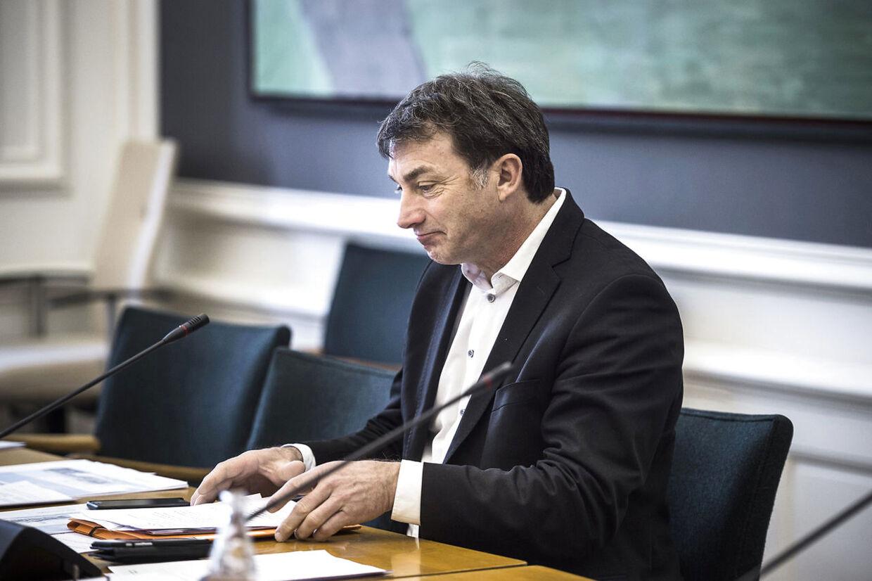 Åbent samråd med ministeren for fiskeri og ligestilling Eva Kjer Hansen (V) om storfiskeres adgang til forsøg med muslingefiskeri. Her Ib Poulsen (DF).