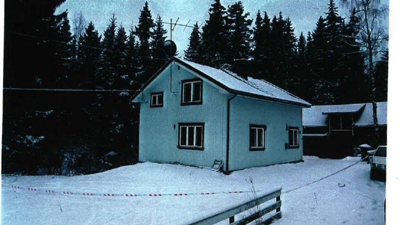 Ingvar Lindgård blev fundet død den 27. december i 1999 på køkkenet i sin bolig i Grymyr på Hadeland. Både obduktionsrapporten og tekniske fund på stedet var mistænkelige. Politiet fandt blandt andet tegn på indbrud, men man har aldrig opklaret, hvorfor han døde.