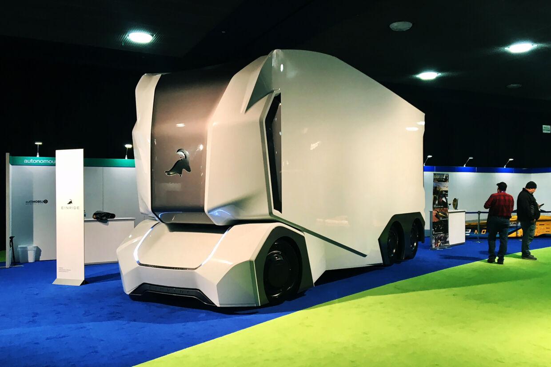 Den selvkørende T-pod, der her vises frem i Detroit i 2018, skal i samarbejde med transportselskabet DB Schenker fragte varer i et svensk industriområde. Nova Safo/Ritzau Scanpix