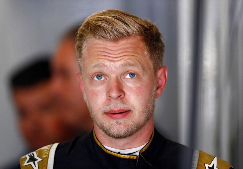 Løbets nok absolut største drama udspillede sig mellem de to Haas-kørere, Kevin Magnussen og Romain Grosjean, der kørte sammen sent i løbet efter en safetycar-periode.