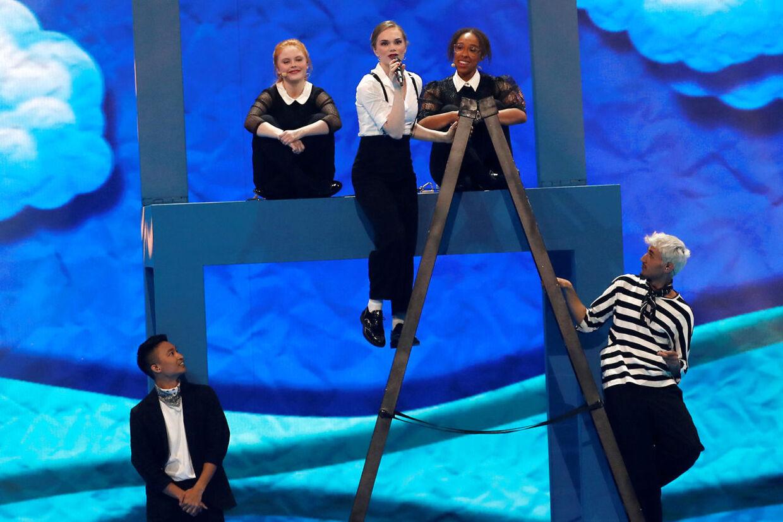 Her ses Leonora under en af prøverne forud for semifinalen i Eurovision.