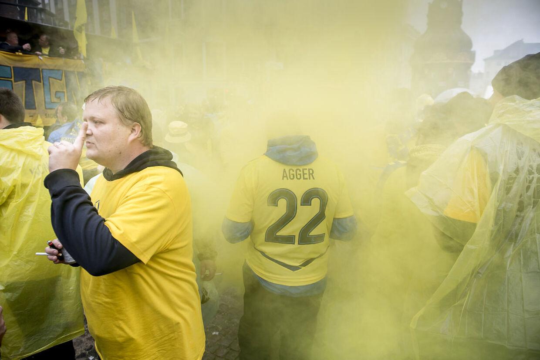 Brøndby fans marcherede mod Telia Parken forud for pokalfinalen mellem Brøndby IF og FC Midtjylland.