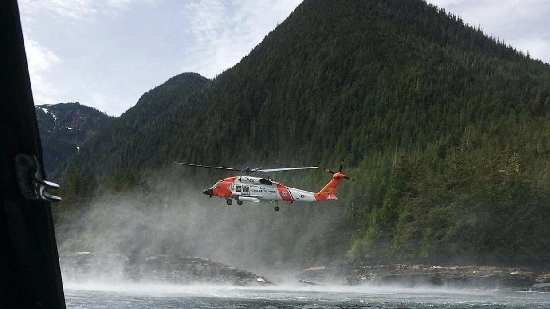 Et billede fra redningsaktionen i sidste uge, da seks mistede livet i en flyulykke i Alaska. Mandag i denne uge gik det igen galt med en vandflyver i den amerikanske delstat.