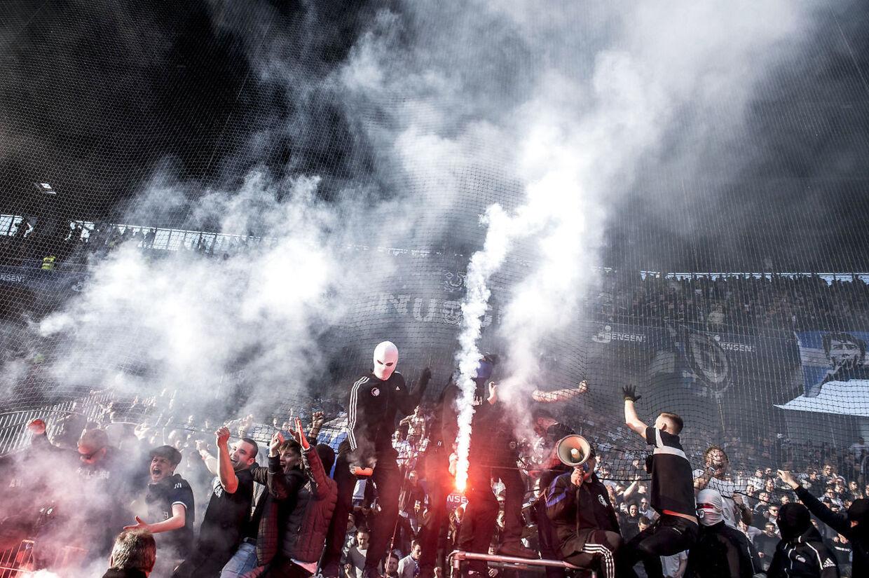 Også FCK-fans brugte pyroteknik under kampen den 14. april.