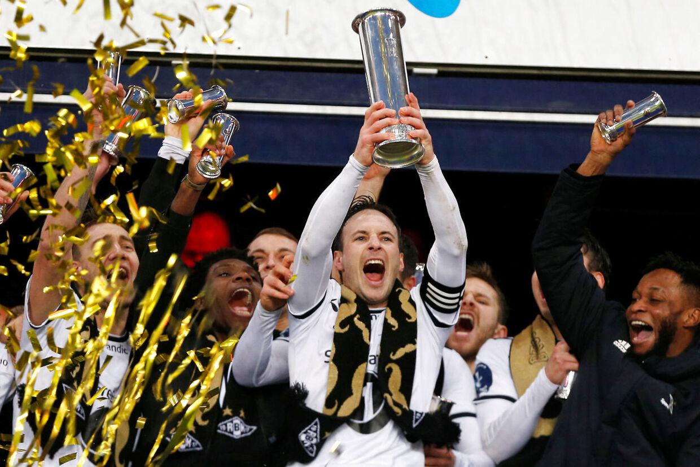Sådan så det ud i december, da Nicklas Bendtner (tv.) og Mike Jensen kunne fejre den norske pokaltitel.