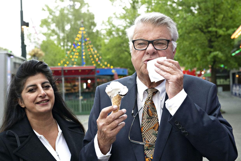 Christian Kjær har været på kur, men havde i dagens anledning købt sig en is.