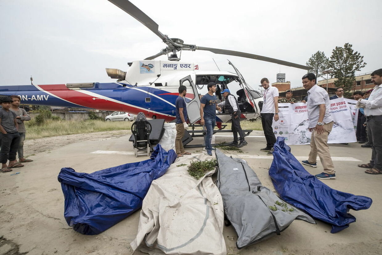 Fire uidentificerede lig er blevet fundet 23. maj i forbindelse med en oprydningskampagne på Mount Everest. Ligene formodes at være bjergbestigere der er døde tidligere år.