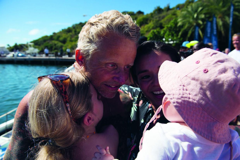 Genforening med kæresten Ditte og døtrene Rigmor og Rosalina efter 49 døgn på havet.